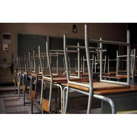 Chaises, tables et sols : est-ce la guerre ? - Ajile